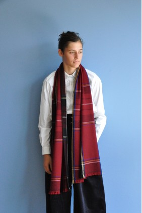 scarf stole accessories exceptionnal tartan wool scottish red classical gift handweave ethical sustainable